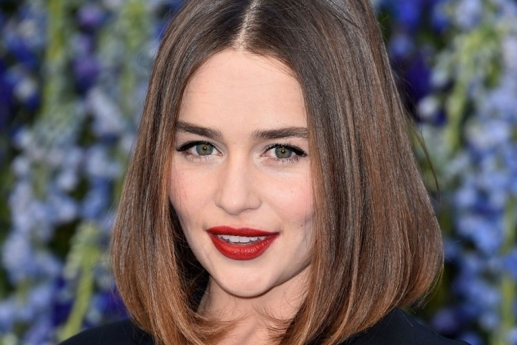 3 Gaya Kece dari Aktris Emilia Clarke Ini Patut Ditiru