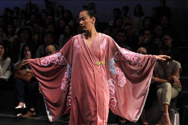 Trend Alert! Geisha Gown, Glamor Di Level Berikutnya!