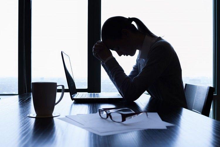 Perlukah Menyalahkan Kantormu Saat Kamu Merasa Tidak Bahagia dengan Pekerjaanmu?