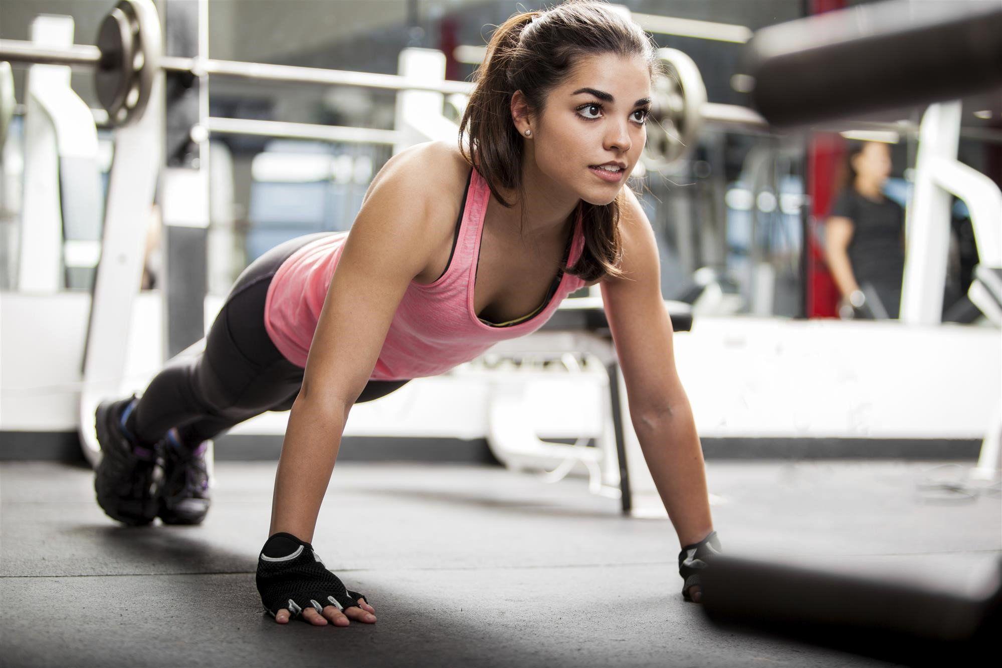 woman-doing-pushups-2fb7501ea9b2b613329bc21aa1336f75.jpg