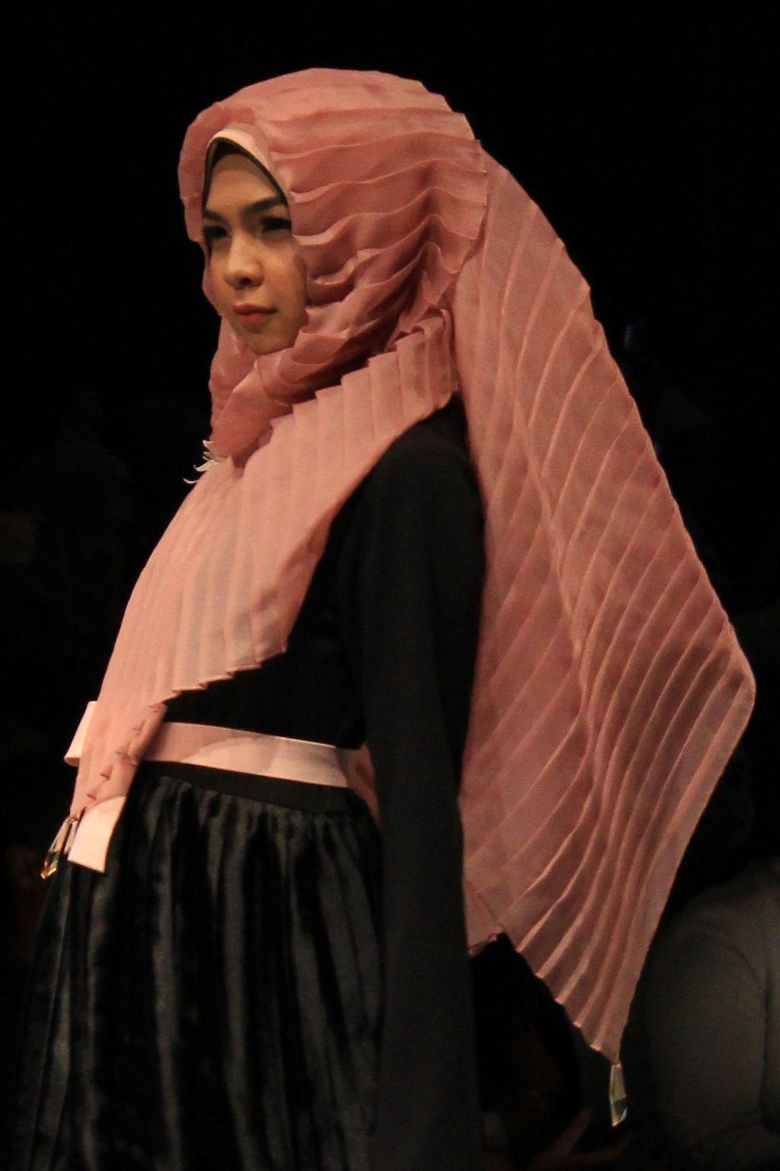 Tren Kerudung Paling Unik Karya Desainer Indonesia