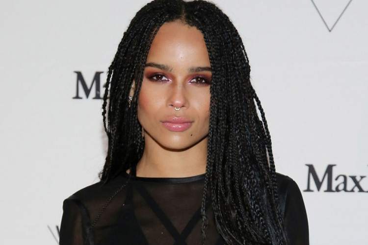 5 Gaya Anti Mainstream Zoe Kravitz yang Super Asik