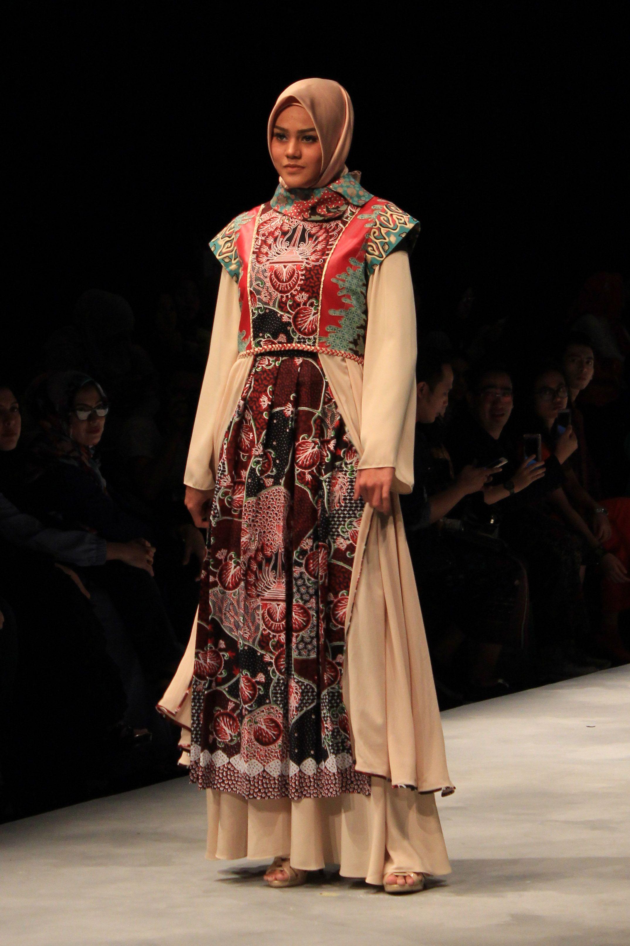 Sentuhan Batik Bikin Gaya Hijab Kamu jadi Trendi Banget