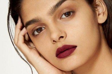 5 Cara Memilih Warna Lipstik Tepat Bibir Hitam