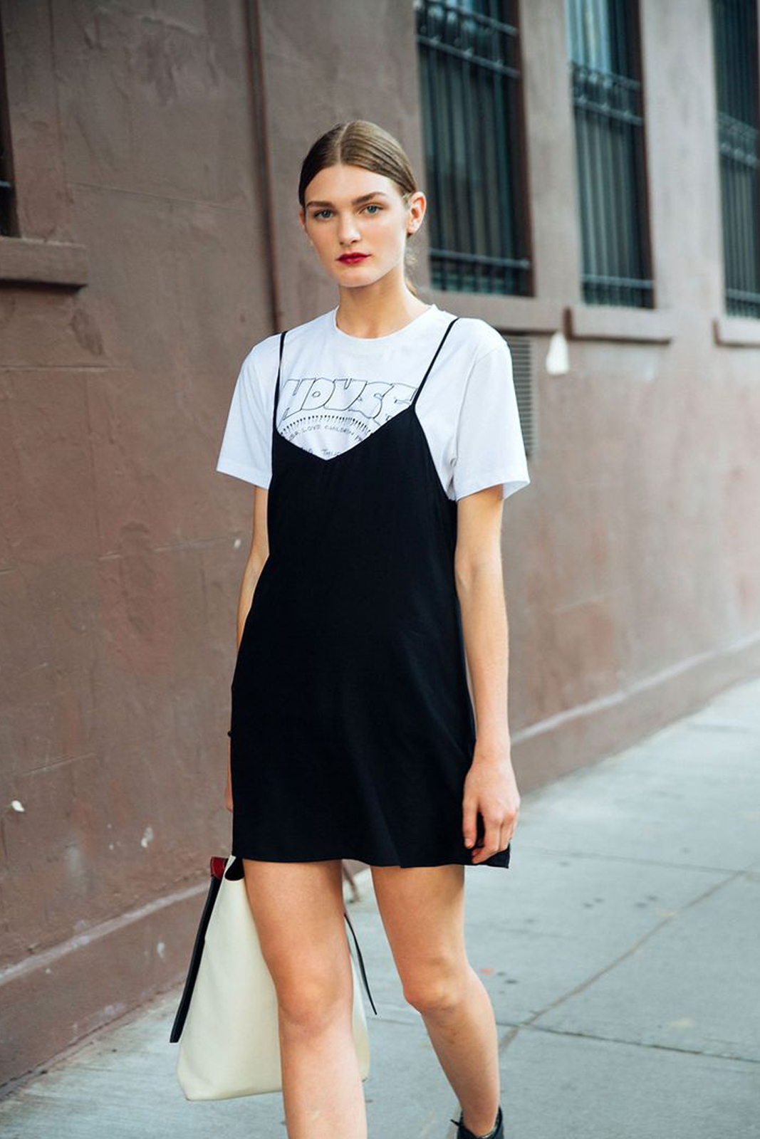 5 Trik agar Penampilanmu dengan Mini Dress Makin Cantik