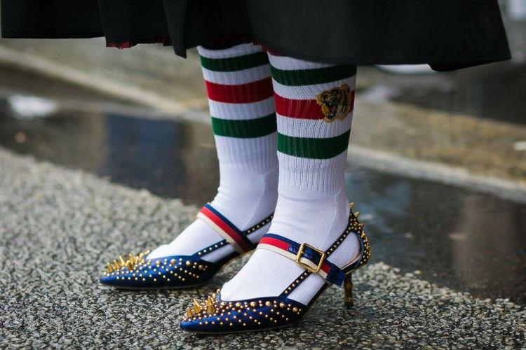 Harganya Selangit, Kaos Kaki kini Jadi Fashion Statement!