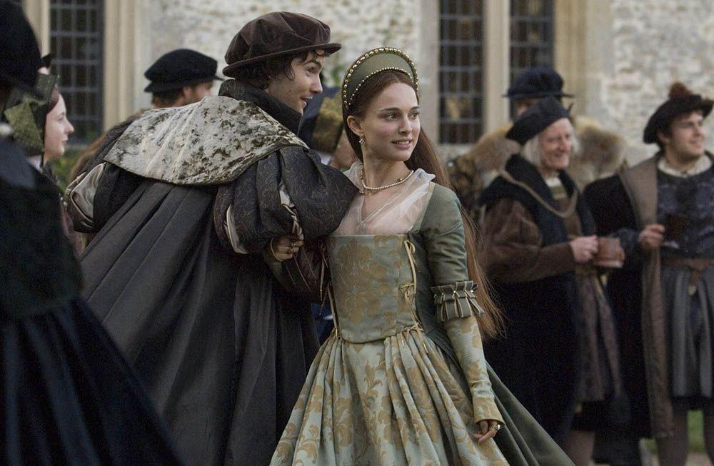 10 Alasan Mengapa Wanita Jatuh Cinta pada Pria yang Salah