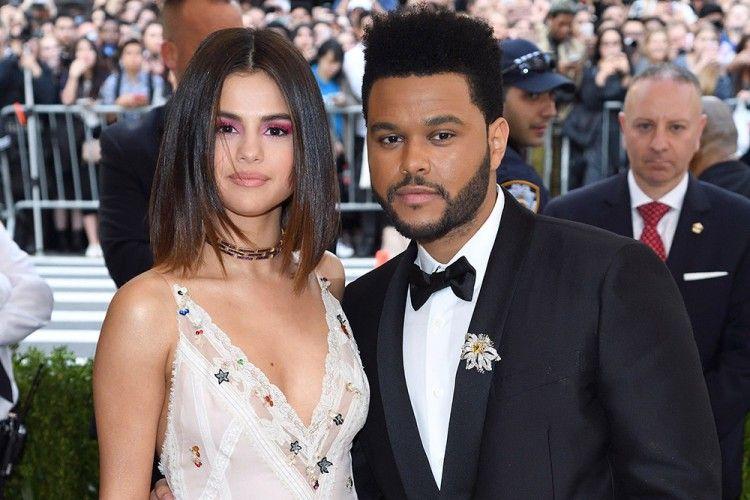 Cie... The Weeknd Ketahuan Stalking Instagram Selena Gomez
