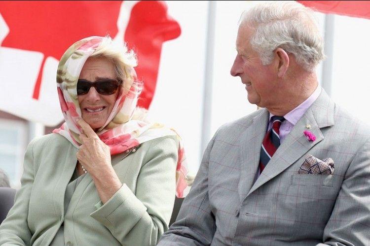 Pangeran Charles Tertawa Geli Saat Lihat Tradisi Kanada Ini