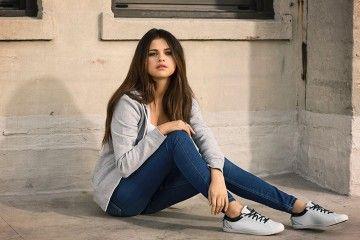 Menurut Selena Gomez, Ini Lho Sepatu yang Harus Kamu Punya