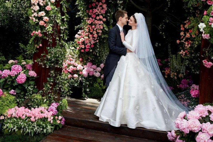 Jadi Istri Milyader, Ini Gaun Pernikahan Mewah Miranda Kerr