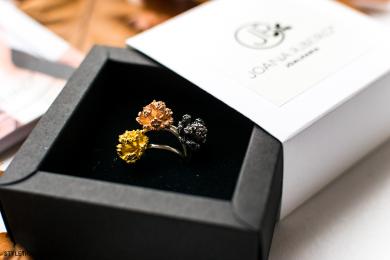 Pasangan Ini Jadikan Cincin Emas sebagai Suvenir Pernikahan!