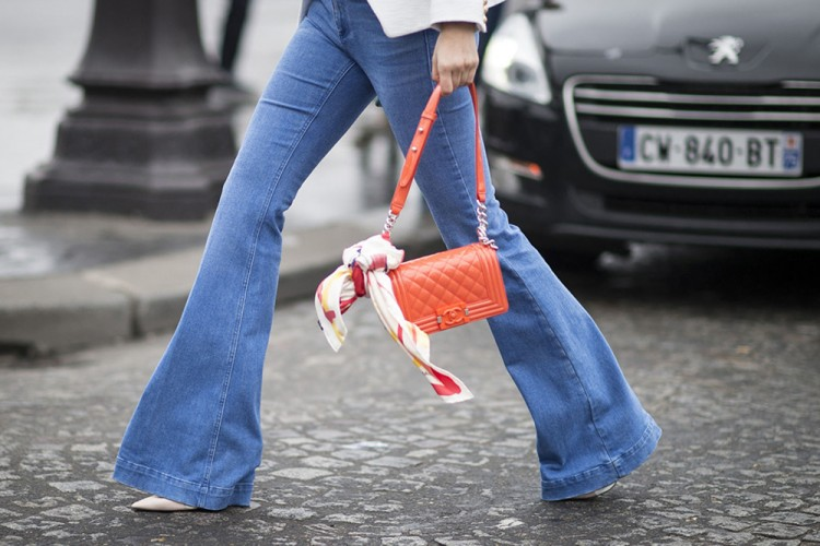 Mix n Match Flared Jeans Agar Gaya Makin Trendi