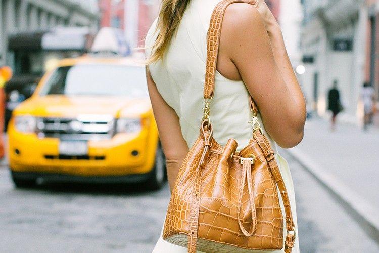 Tampil Trendi dengan Bucket Bag Yuk!
