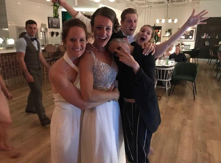7 Seleb yang Jadi 'Tamu Tak Diundang' di Pernikahan Fans