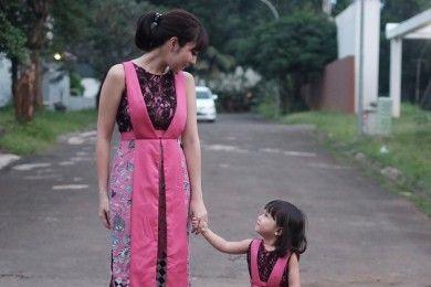 Gemas! Ini Pasangan Ibu dan Anak yang Selalu Tampil Kompak