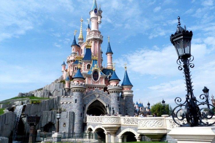 Menggemaskan! Ini 13 Tujuan Wisata Disney Land di Seluruh Dunia