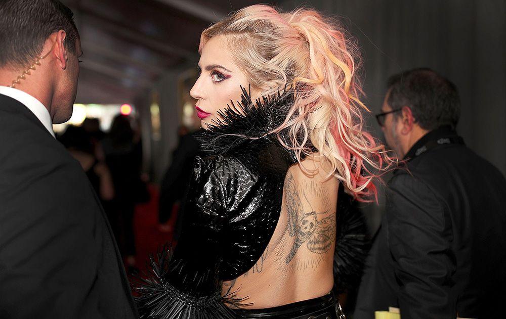 lady-gaga-back-tattoo-grammys1-0fd8577795ed3e26beccf308a1f6b9b7.jpg