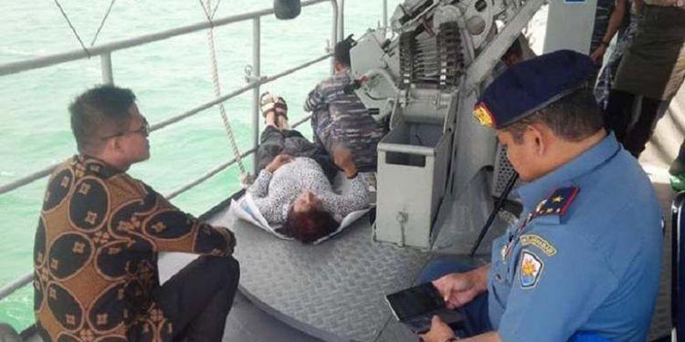 29269-foto-gaya-santai-menteri-susi-setelah-tenggelamkan-kapal-asing-ini-ramai-dibicarakan-netizen-c50afd083bd405335b0afeccb13b5753.jpg