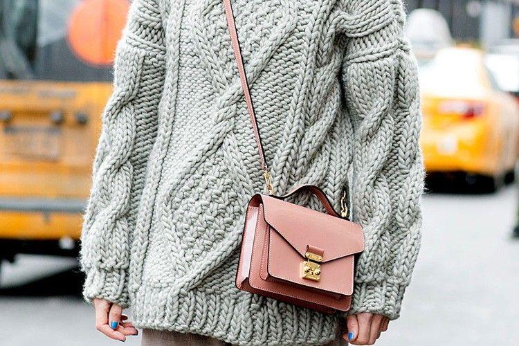 Ini Tips Padu-padan Sweater Biar Gayamu Makin Kekinian