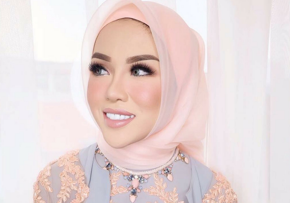 Cantik Berhijab dengan 5 Inspirasi Warna Lipstik Medina Zein