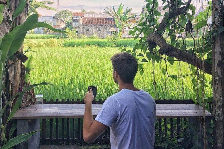 Mau Liburan ke Luar Negeri? Selebgram Bule ini Justru Keliling Indonesia!