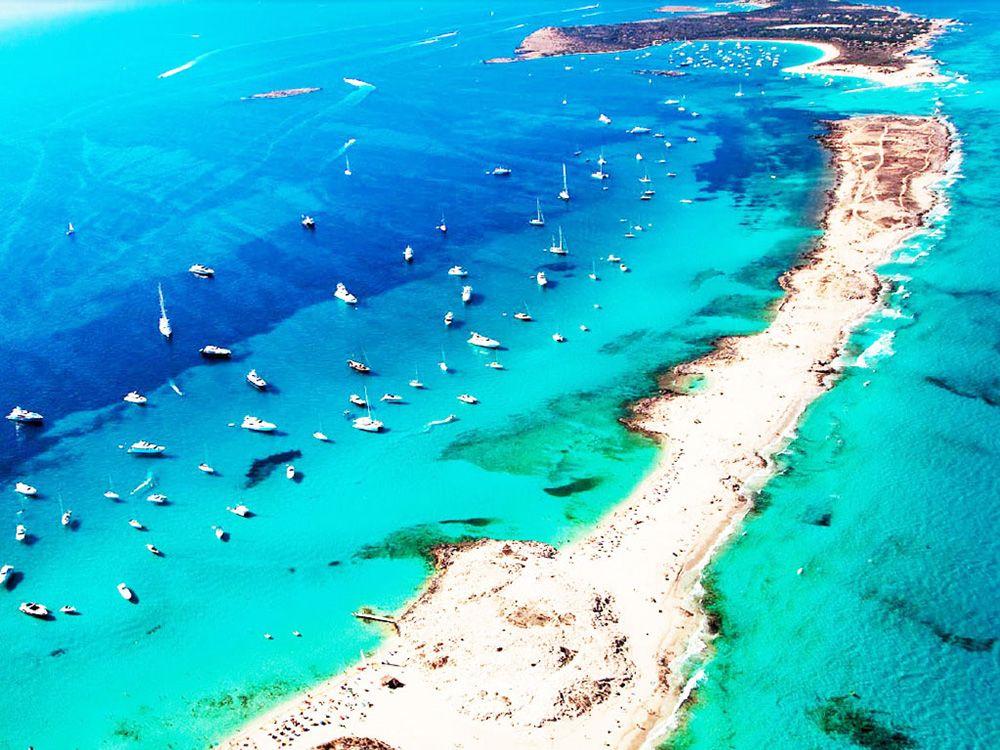 7 Pantai Terindah dan Paling Memesona di Dunia!
