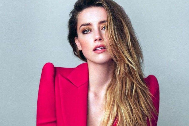 Amber Heard, Mantan Istri Johny Depp yang Pose Telanjang Dada di Kolam Renang Bali!