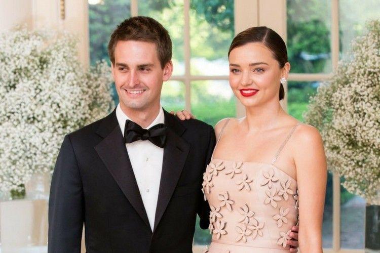 Nikahi Miliarder, Miranda Kerr Beri Tips Bahagiakan Hati Suami