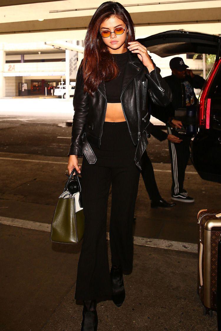5 Gaya Keren Selena Gomez Kenakan Jaket, Intip Yuk!