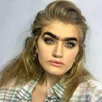 Menolak Cukur Alis, Model Ini Malah Viral di Dunia Fashion!