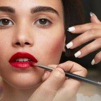 4 Tips dan Trik Membuat Lipstik Lebih Tahan Lama