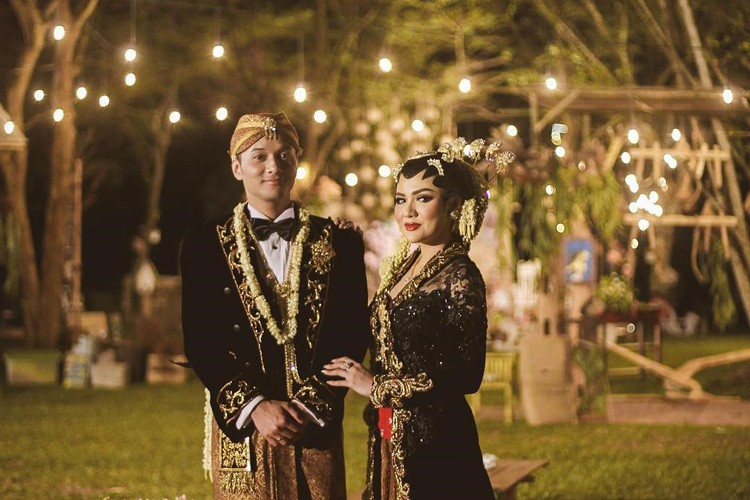 Mulai dari Prewed hingga Pernikahan, Ini 5 Busana Menawan Vicky Shu