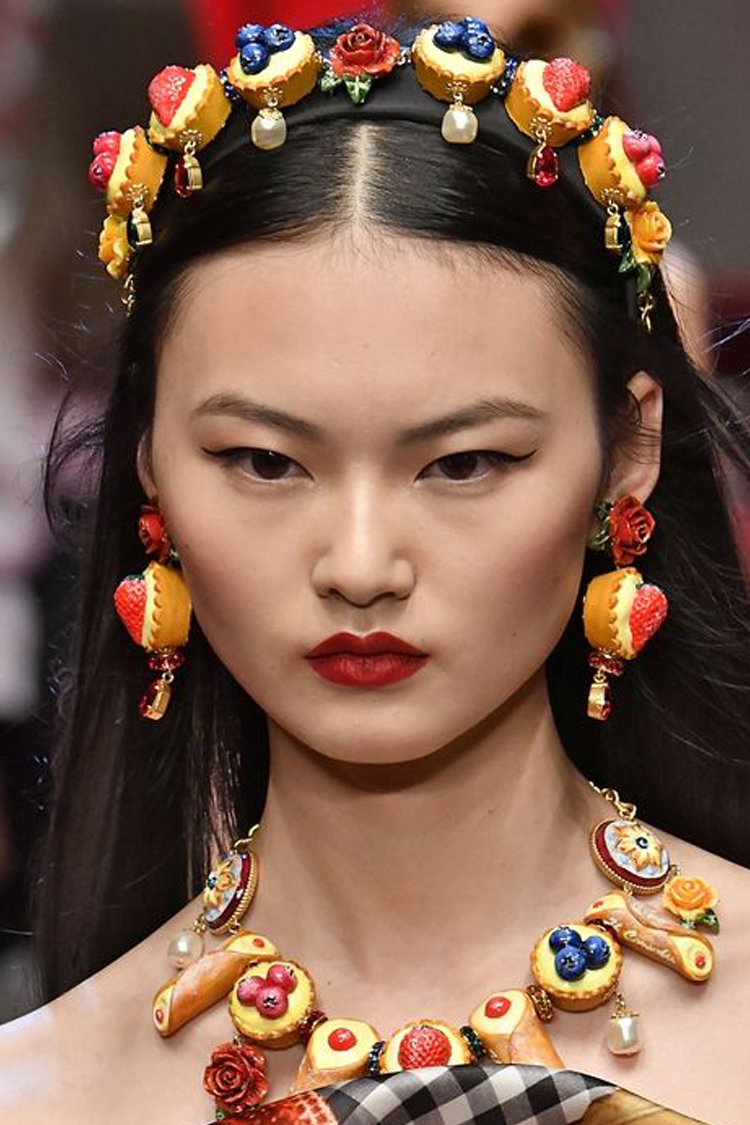 Unik dan Glamor, Ini Deretan Aksesori Terbaik di Milan Fashion Week