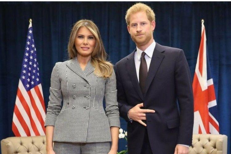 Bedanya Ekspresi Wajah Pangeran Harry Saat Bertemu Melania Trump dan Michelle Obama