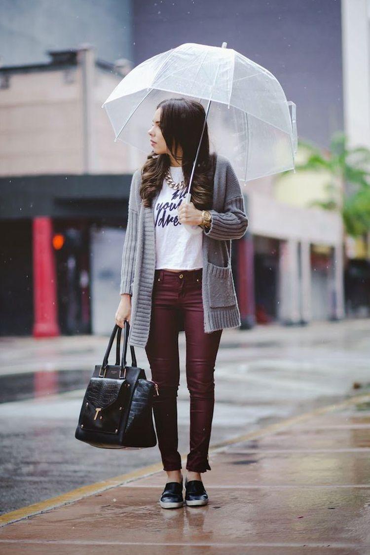Biar Gaya Tetap Modis Saat Hujan, Ini Tips yang Bisa Kamu Coba!