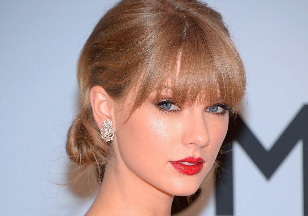 7 Cara untuk Tampil Glamor a la Taylor Swift