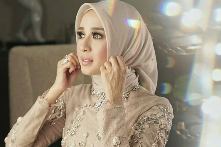 Gelar Resepsi di Bandung, Ini Penampilan Cantik Laudya Cynthia Bella