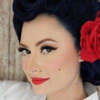 Mirip Artis Hollywood, Ini Gaya Unik Istri Derby Romero Saat Menikah