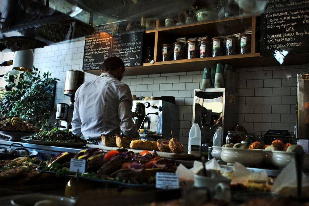 5 Perilaku Konsumen Ini Ternyata Membuat Karyawan Restoran Merasa Nggak Nyaman