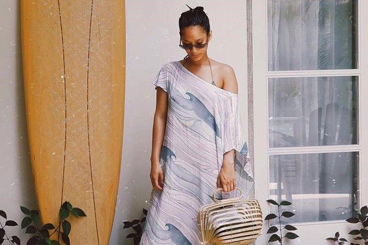 #PopbelaOOTD: Inspirasi Gaya Pantai dari Tara Basro