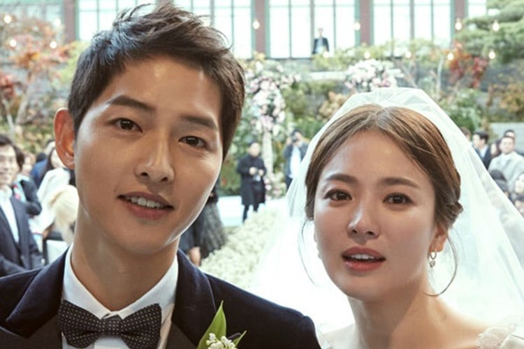 Ups! Ini yang Buat Netizen Marah di Pernikahan Song Joong Ki - Song Hye Kyo