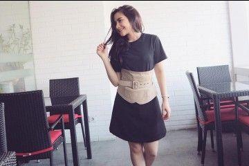 #PopbelaOOTD: Contek Gaya Prilly Latuconsina Memakai Corset Belt