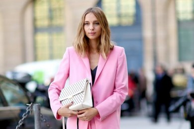 Pakai Busana Pink, Ini 5 Tips Tampil Manis ke Kantor