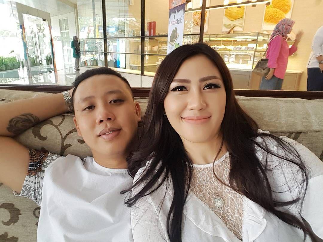Unik, Pernikahan 4 Seleb Indonesia Ini Viral di Media Luar Negeri