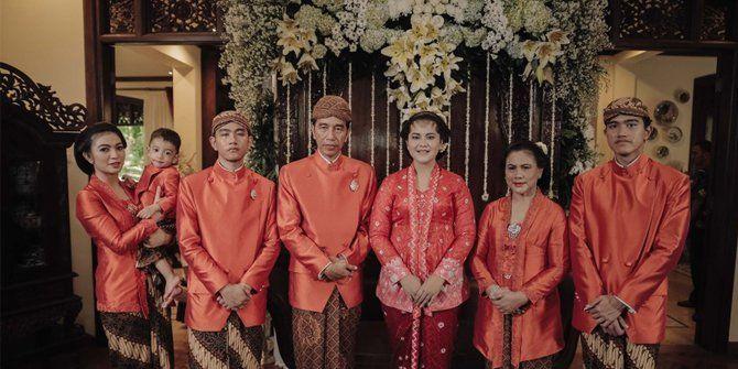 Prosesi Siraman Kahiyang Ayu: Seluruh Keluarga Jokowi Serba Orange