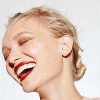 Mudah, Ini 5 Cara Menyamarkan Kerutan Senyum