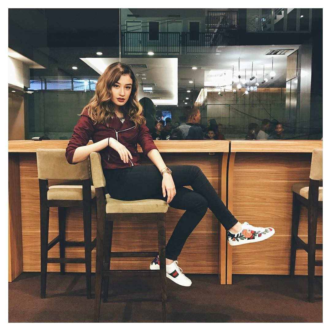 Prilly Latuconsina, Cassandra Lee, dan Para Artis Muda Lainnya yang Modis Pakai Jeans