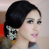 Feminin dan Chic, Ini Inspirasi Makeup Syahnaz Sadiqah saat Kasual Hingga Lamaran