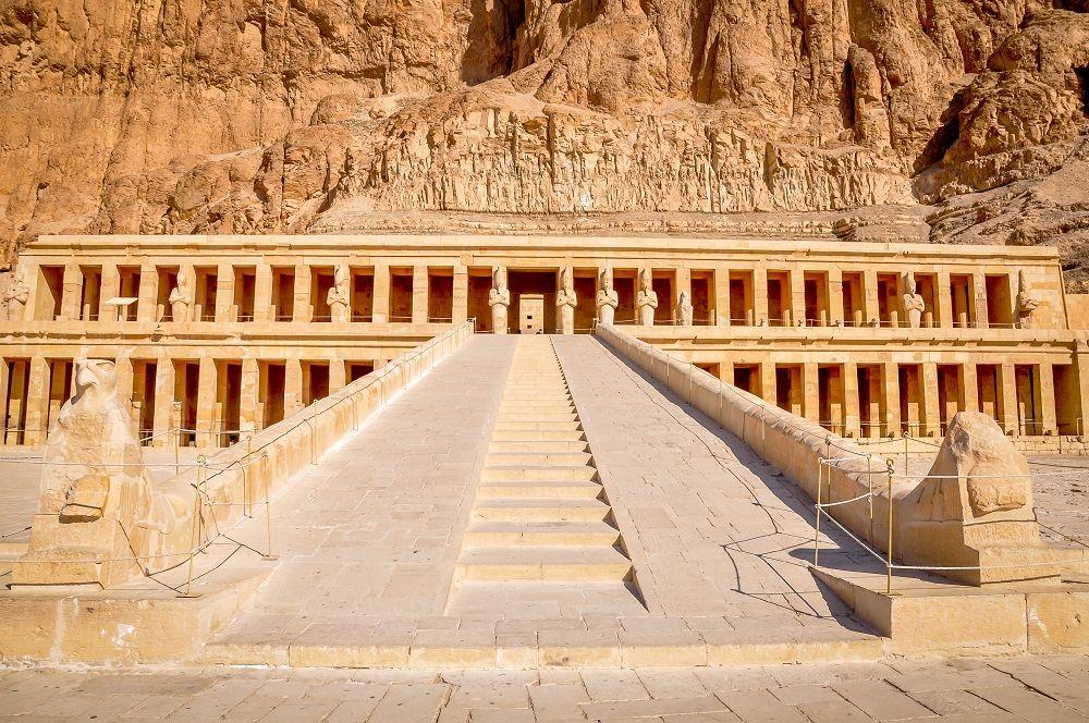 Nggak Nyangka, Tempat-Tempat Indah ini Ternyata Pemakaman